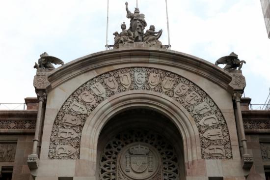 Detall del Palau de Justícia, on es troba l'Audiència de Barcelona i el TSJC