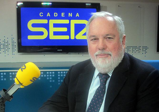 """El ministro de Agricultura, Alimentación y Medio Ambiente, Miguel Arias Cañete, ha asegurado que el dato del paro de la EPA, que deja un récord histórico de la tasa de desempleo superior al 26%, es """"un mal dato"""" aunque ha destacado que la reforma laboral """"está dando sus frutos"""""""