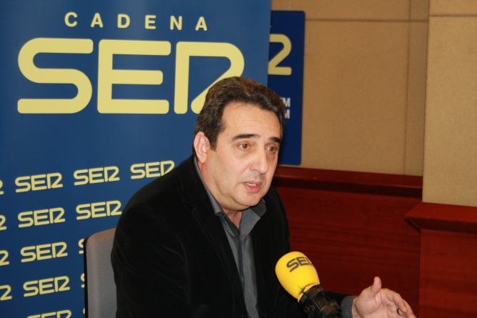 L'alcalde de Sabadell, Manel Bustos, als estudis de Ràdio Barcelona