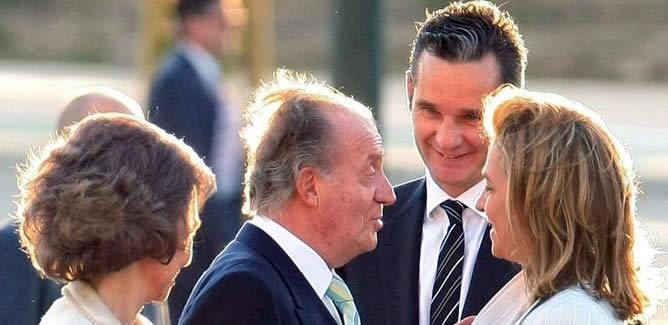 A través de un 'sms' enviado a la prensa, el Palacio de la Zarzuela vuelve a marcar distancias con Urdangarin al eliminar su perfil.