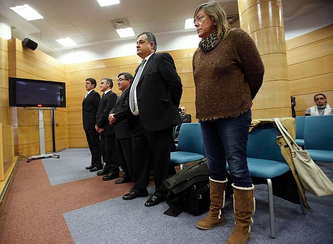Los acusados Eufemiano Fuentes, Ignacio Labarta, Vicente Belda, Manolo Saiz y Yolanda Fuentes en el primer día del juicio de la 'Operación Puerto