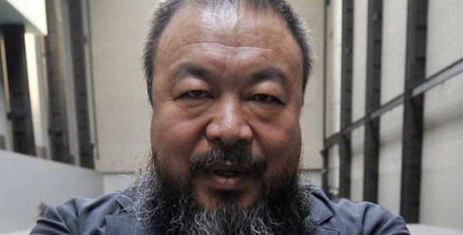 El artista y disidente chino, Ai Weiwei, inaugura en Sevilla su primera exposición en España.