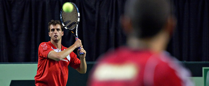 El tenista de Mataró golpea una pelota durante un entrenamiento en el Thunderbird Sport Centre