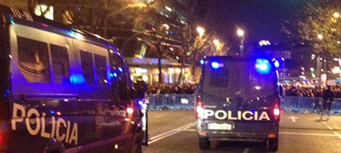 Vista general del cordón policial desplegado en Génova para impedir a los manifestantes llegar a la sede del PP