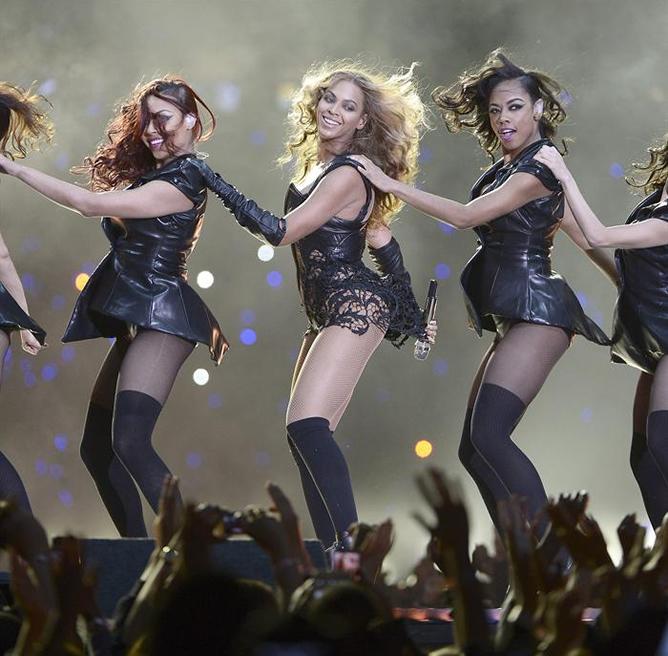 Beyoncé canta 'Single Ladies'