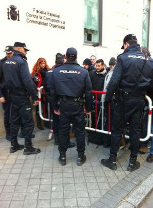 Expectación a las puertas de la Fiscalía Anticorrupción, que interroga a Bárcenas y a Trías Sagnier sobre la supuesta contabilidad B del PP