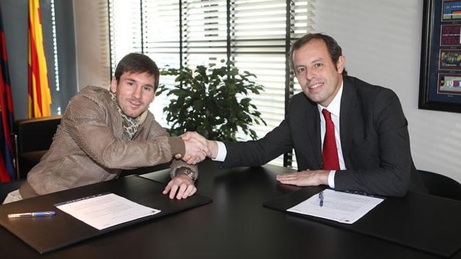Messi y Rosell, después de que el argentino firmase su ampliación de contrato
