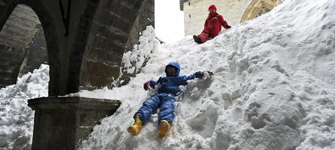 Imagen de la Colegiata de Roncesvalles (Navarra), que vive estos días una histórica acumulación de nieve