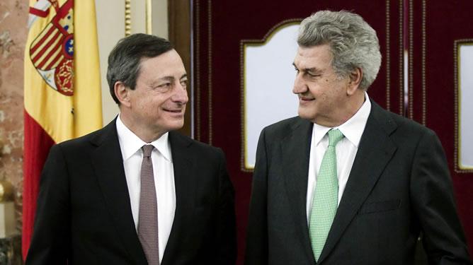 El presidente del Banco Central Europeo (BCE), Mario Draghi, junto al presidente del Congreso, Jesús Posada, antes de su comparecencia a puerta cerrada con los grupos parlamentarios.