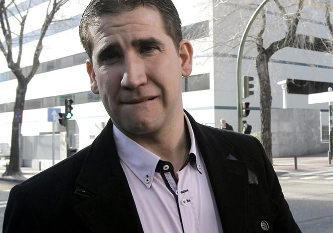 El excorredor Jesús Manzano, que en 2004 fue el primero en denunciar las prácticas de dopaje en el ciclismo español, a su llegada al Juzgado de lo Penal nº 21 de Madrid para declarar como testigo en la décima sesión del juicio de la 'Operación Puerto'.