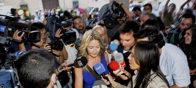 Imagen de archivo de la concejala socialista Olvido Hormigos a su llegada al Ayuntamiento de Los Yébenes