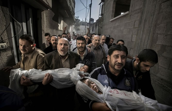 El sueco Paul Hansen gana el World Press Photo por una foto de dos niños asesinados en Gaza