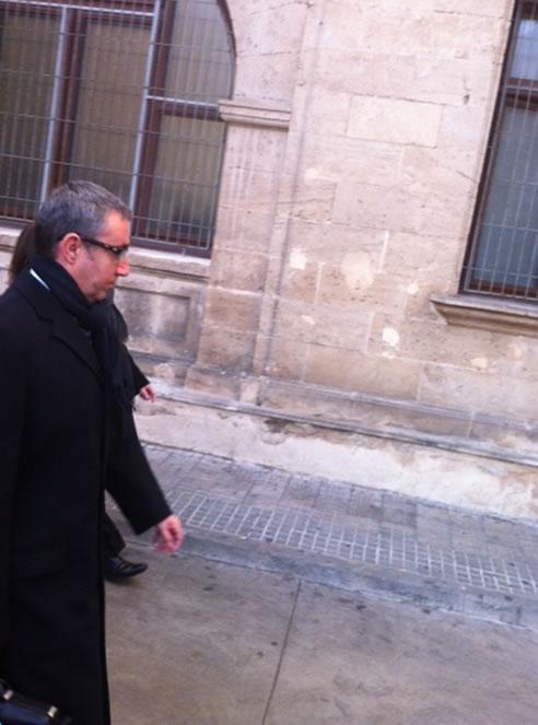El juez José Castro ha accedido a la petición del letrado de Diego Torres y ha invertido el orden de los interrogatorios. El primero en declarar será el exsocio de Urdangarin y después será el turno de su mujer, Ana María Tejeiro.