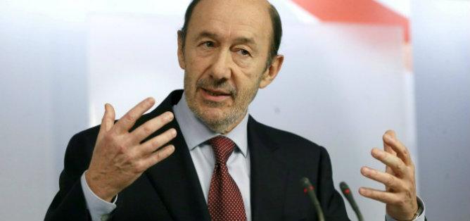 El líder socialista, Alfredo Pérez Rubalcaba, resta importancia al desmarque del PSC del PSOE sobre la consulta soberanista en Cataluña