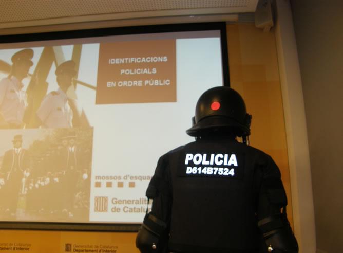 Los antidisturbios llevarán un número de identificación en la espalda que los ciudadanos podrán utilizar para denunciar presuntos abusos policiales
