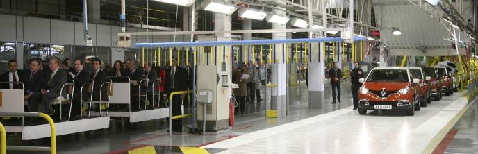 Su Majestad Don Juan Carlos visita la cadena de montaje del Renault Captur en Valladolid