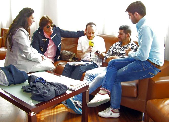 Nacho Vicente entrevista a Lola Greco, Antonio Canales, Carlos Rodríguez y Ángel Rojas en la galería del Teatro Calderón