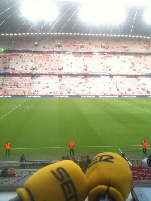 FOTOGALERIA: El micrófono de Lluis Flaquer horas antes del partido