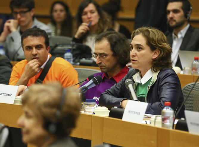 Ada Colau, portavoz de la Plataforma de Afectados por la Hipoteca, interviene durante la celebración de un Comité de Peticiones en el Parlamento Europeo
