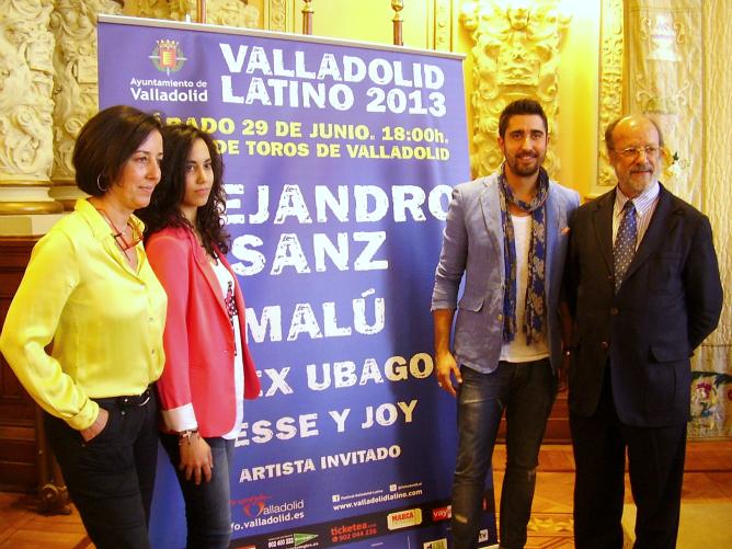 Mercedes Cantalapiedra, Paula Vegas (del grupo Sub-19), Álex Ubago y Javier León, en la presentación de Valladolid Latino 2013
