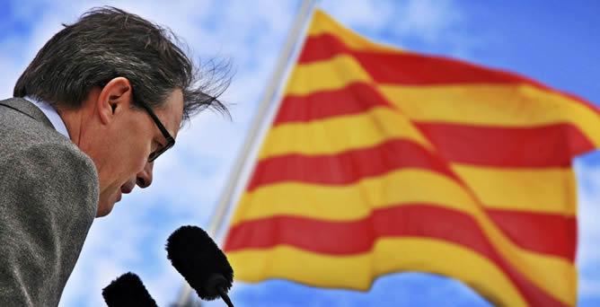 Artur Mas durante su intervención en la inauguración de unas obras en el municipio de Torrelavit (Barcelona), donde ha anunciado que la próxima semana convocará a partidos políticos y al mundo educativo para defender el actual modelo de inmersión lingüística.