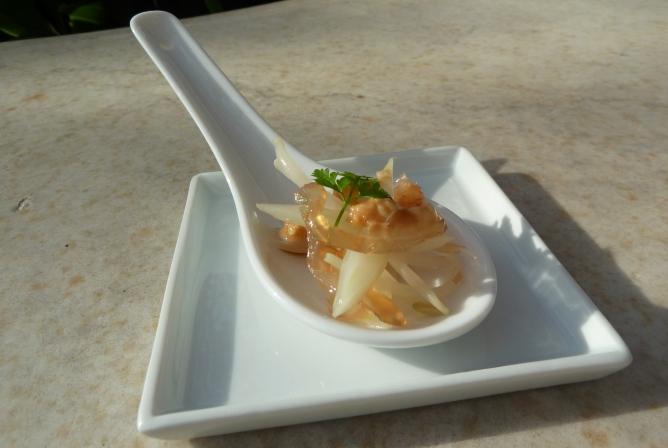 Carme Ruscalleda ofrece un aperitivo con medusas todos los veranos.