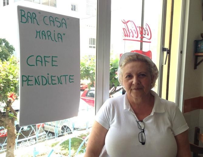"""María Gallardo es la propietaria del bar que ofrece """"cafés pendientes"""" en Torremolinos (Málaga)"""