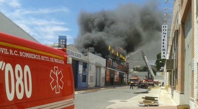 Incendio en una nave de el viso ser m laga cadena ser for Muebles en malaga poligono el viso