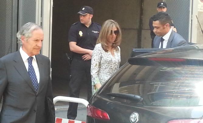La mujer de Bárcenas, Rosalía Iglesias, a su salida de la Audiencia Nacional