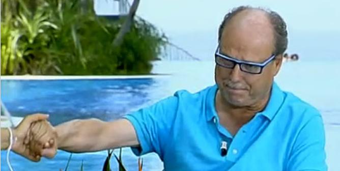 El doctor Gutiérrez, en el momento en el que se despedía entre lágrimas de 'La Mañana' de La 1