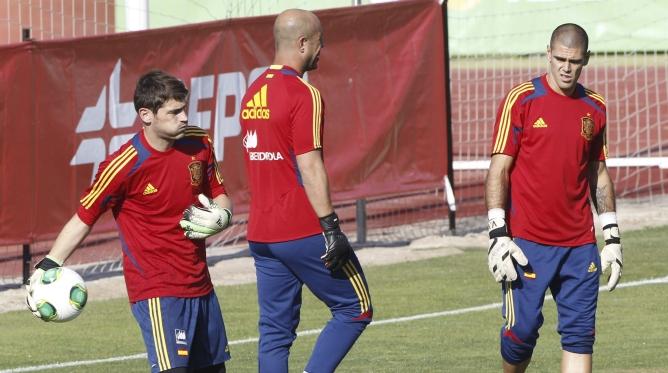 Casillas, Reina y Valdés durante un entrenamiento de la selección en Las Rozas