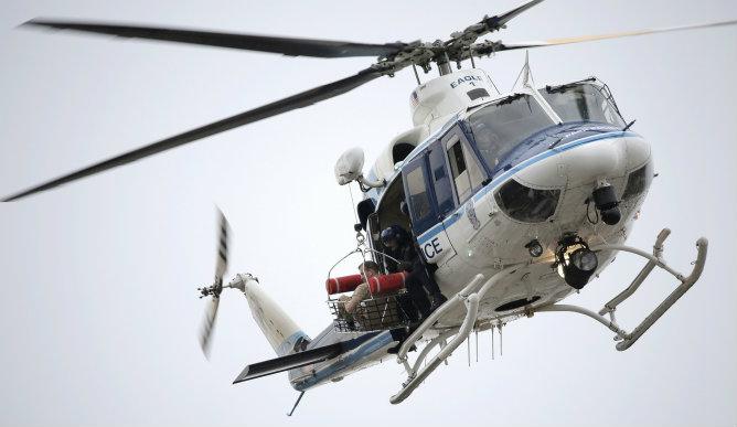Un helicóptero saca a una víctima del tiroteo que ha tenido lugar en el edificio de la Marina en Washington