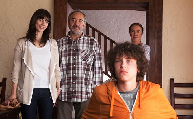 Maribel Verdú y Tito Valverde en un fotograma de la película de Querejeta