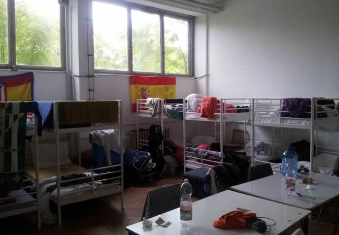 Una de las habitaciones de la residencia, por la que los jóvenes tienen que pagar 3,5 euros diarios