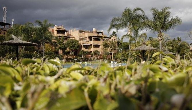 Vista de la urbanización Alhambra del Golf 3 en Guadalmina Baja en Marbella (Málaga), donde se encuentra el ático que el presidente de la Comunidad de Madrid, Ignacio González