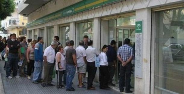 El paro baja en m laga en personas en agosto por for Oficina de desempleo malaga