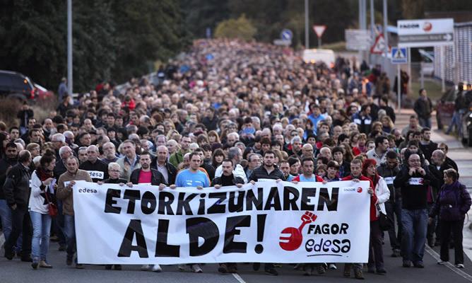 Miles de personas exigen en Arrasate el mantenimiento del empleo de Fagor