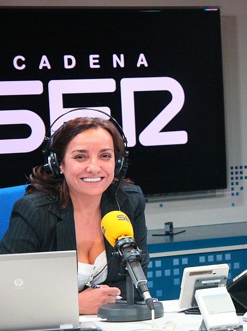 Cada mañana Pepa Bueno presenta y dirige el programa Hoy por hoy entre las 6:00 y las 10:00