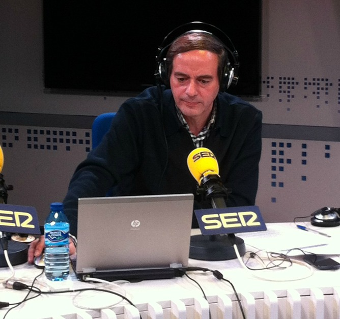 El periodista Isaías Lafuente durante el programa 'La Ventana'