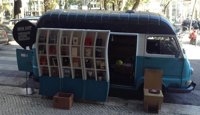 La 'furgo-librería' Tell a Story, con obras portuguesas traducidas a varios idiomas.