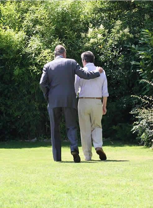 FOTOGALERIA: El rey visitando a Suárez en el 2008