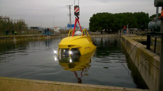 La primera immersi de l 39 ictineu a una piscina r dio barcelona cadena ser - Piscina sant feliu de llobregat ...