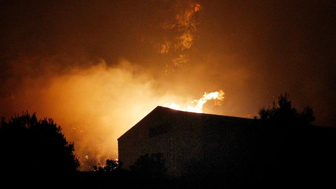 Alrededor de 400 desalojados por un incendio en Gilet