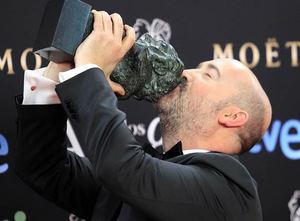 El actor Javier Cámara tras recibir el Goya a la Mejor interpretación masculina protagonista, por su trabajo en 'Vivir es facil con los ojos cerrados'