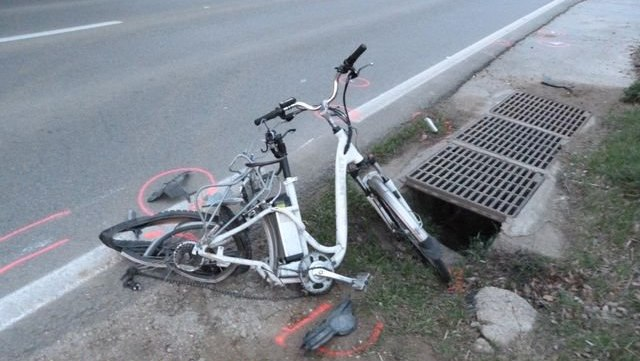 Les restes de la bicicleta accidentada