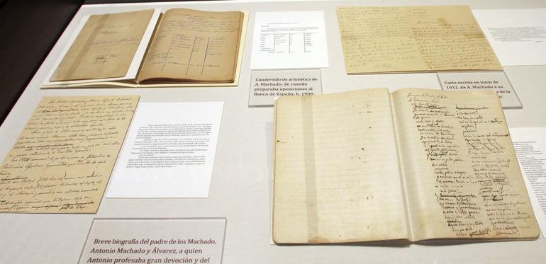 Algunos de los manuscritos de Machado que expone Unicaja