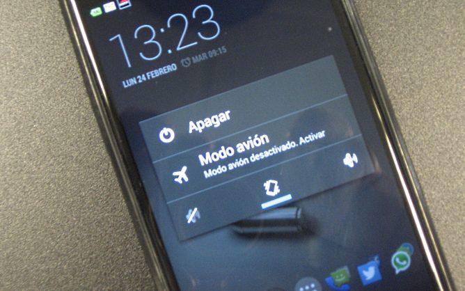 """Los expertos recomiendan activar el """"modo avión"""" por las noches para evitar las radiaciones"""