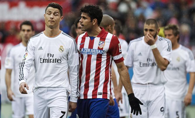 El portugués y el hispano-brasileño charlan después de un lance del partido