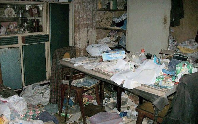 El domicili d'una persona que pateix la Síndrome de Diògenes, ple d'escombreries i brutícia