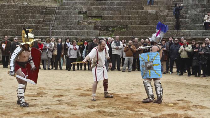 Los gladiadores del espectáculo 'Ludus Gladiatoria', en pleno combate